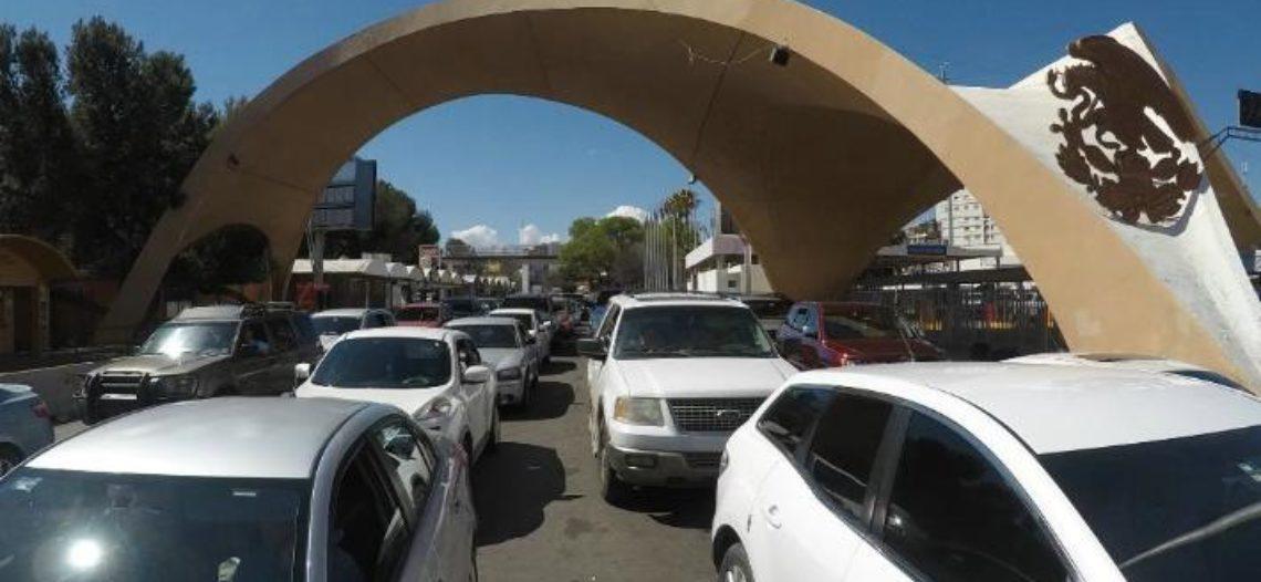 Tardan hasta dos horas para cruzar por Nogales debido al «puente»