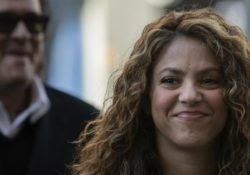 """Acusados de plagio, Shakira y Carlos Vives defienden ante juez """"La bicicleta"""""""