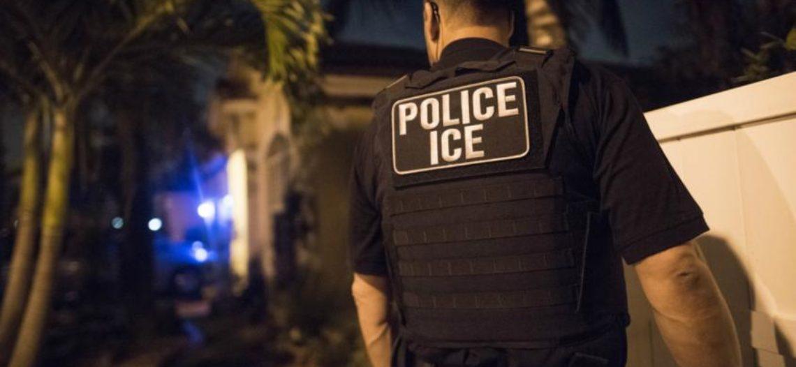 ICE arresta a 146 inmigrantes durante una redada