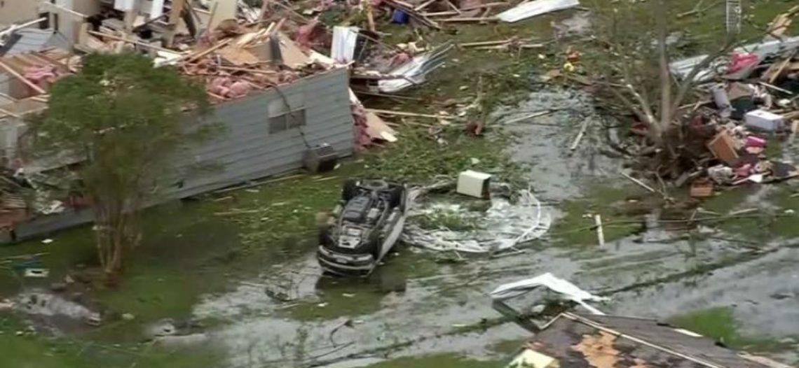 Tornados e inundaciones provocan ocho muertes y destruyen ciudad en Texas