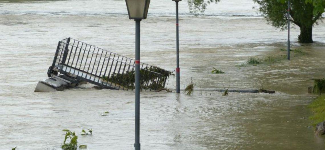 Lluvias torrenciales dejan al sur de EEUU bajo el agua