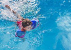 TMC ofrece 800 lecciones de natación gratuitas para niños