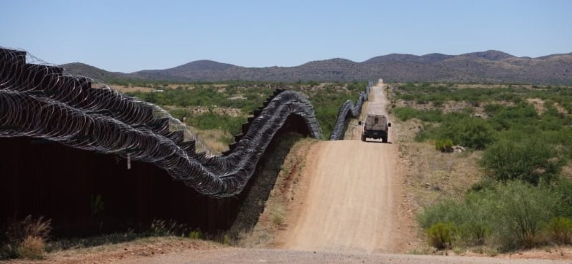 Cae grupo migrante cerca de Sásabe