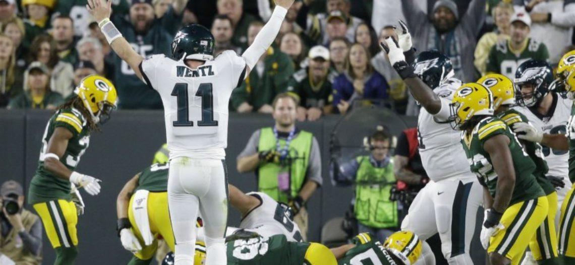 Eagles rompen el invicto de Packers con intercepción en últimos segundos