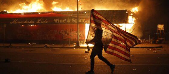 En Twitter, Trump amenaza con disparar a manifestantes de Mineápolis