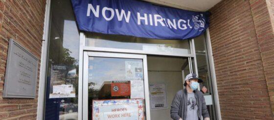 Empresas añaden 2.4 millones de empleos en junio