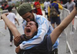 Multitudes despiden a Maradona, máximo ídolo en Argentina