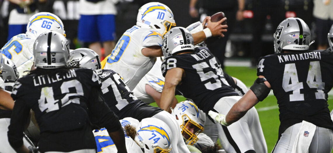 Raiders deja ir importante victoria ante Chargers