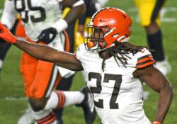 Browns se sobreponen a todo y ganan a Steelers por 48-37