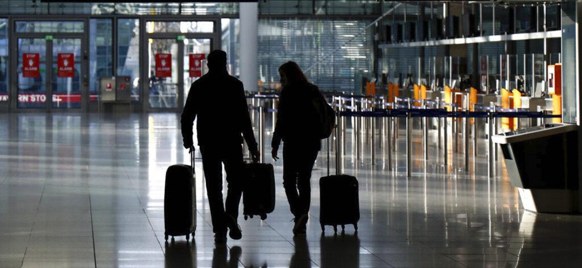 EEUU exige prueba negativa de COVID a viajeros