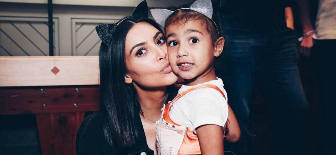 Kim Kardashian es acusada de mentir por atribuir pintura a su hija