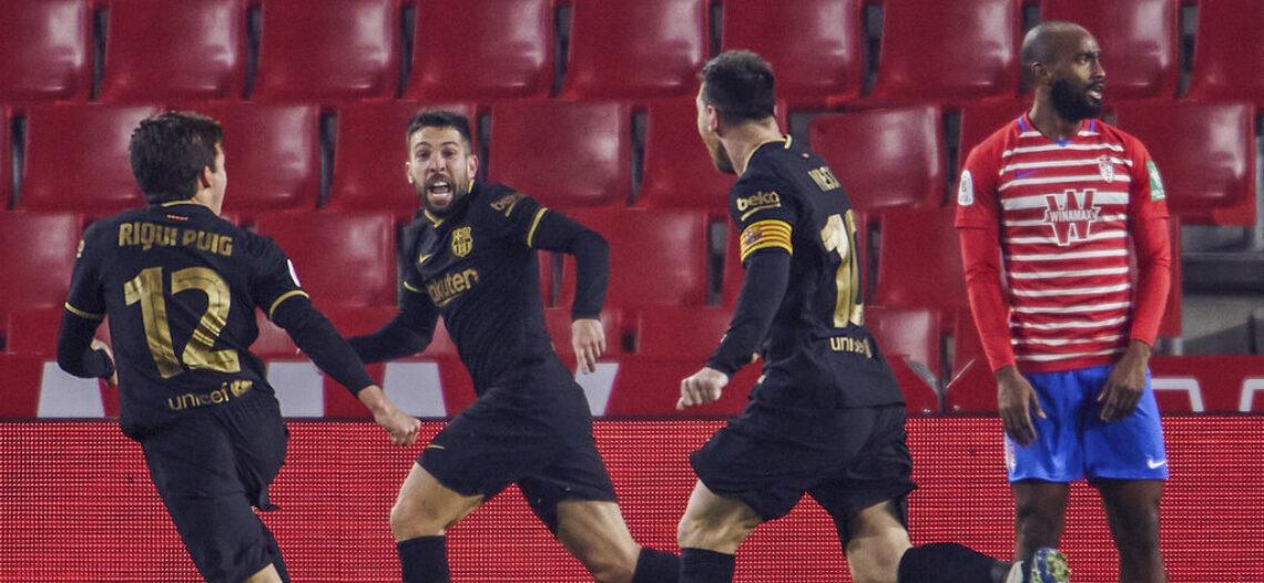 Barcelona remonta ante Granada y avanza a semis