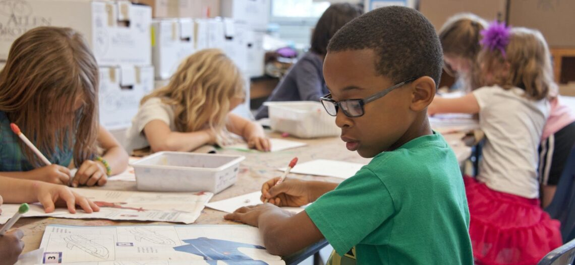 Chicago: Alcaldesa anuncia acuerdo para reabrir escuelas