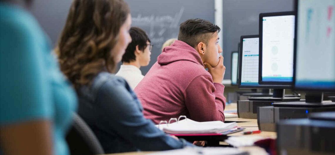 Crece el número de hispanos universitarios