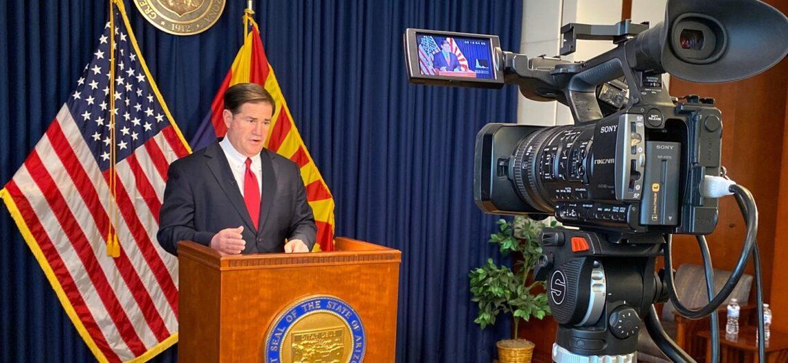 Gobernador Ducey firma legislación sobre armas
