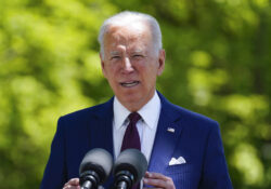 Biden eleva salario mínimo de contratistas del Gobierno federal