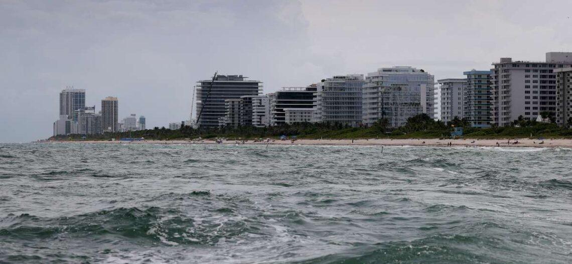 Tormenta Elsa llega a la costa de Florida