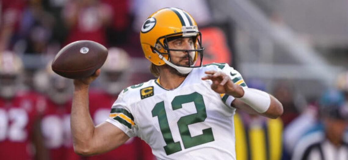 Rodgers lidera a los Packers en victoria de 30-28 sobre los 49ers