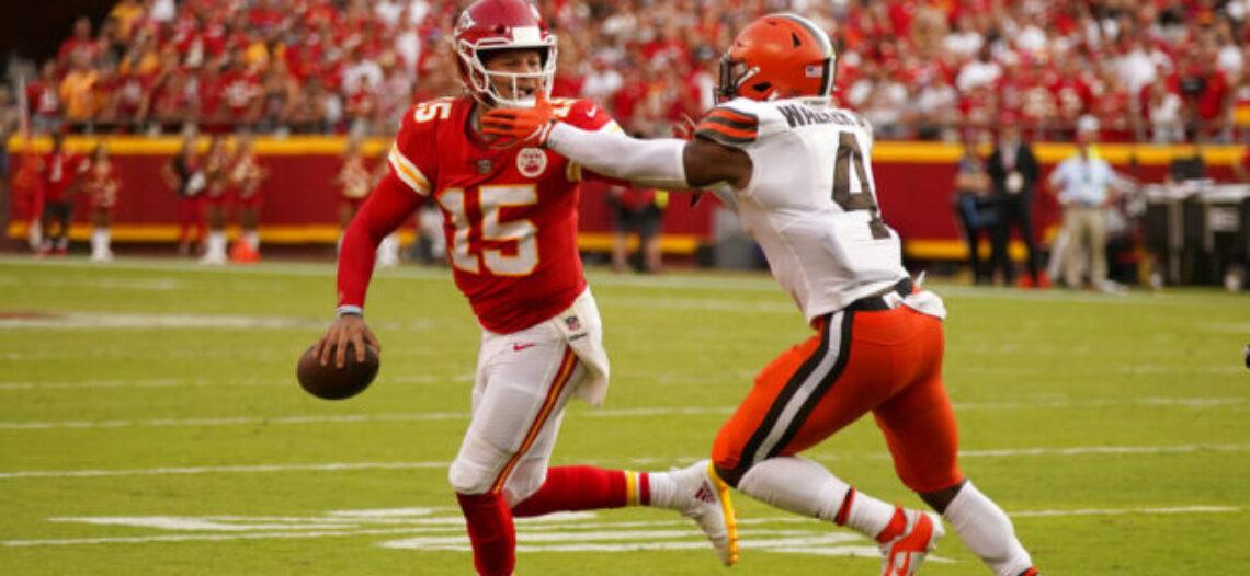 Mahomes brilla en remontada de Chiefs sobre Browns