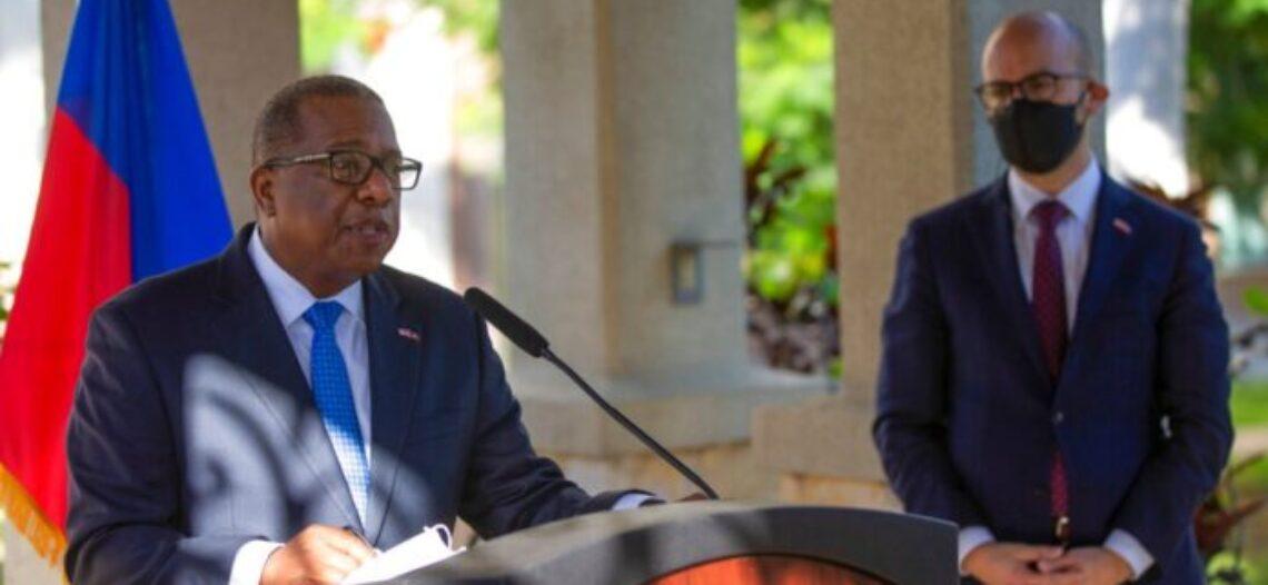 EEUU ofrece disculpas en Haití por el trato dado a migrantes